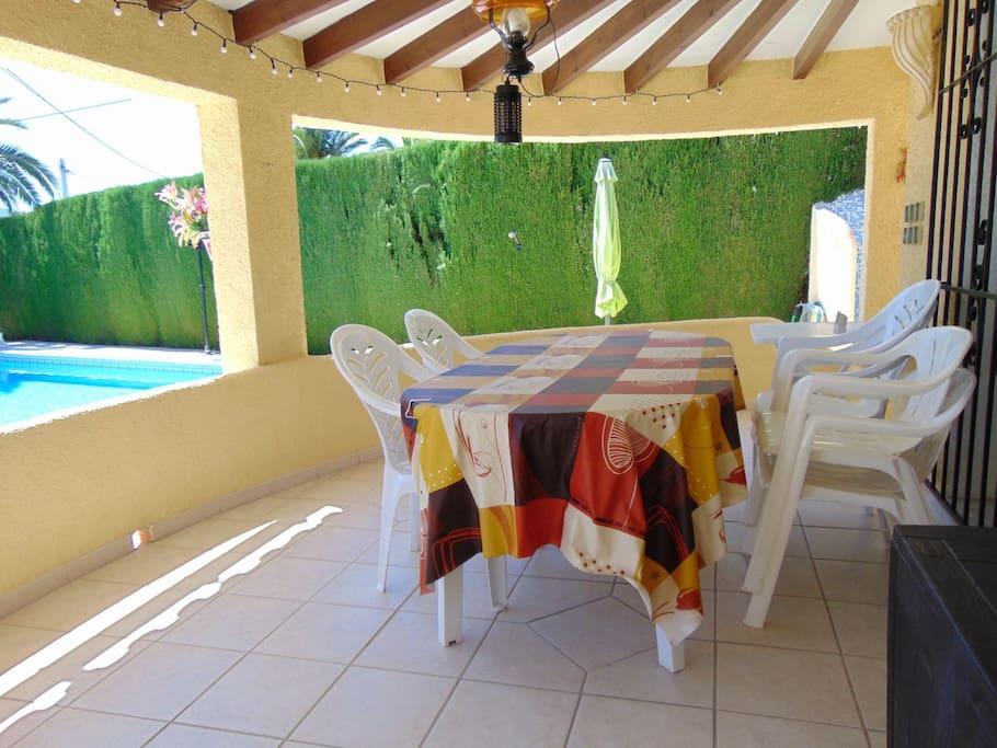 Villa sol y sombra villa con piscina privada casas de for Suite con piscina privada madrid