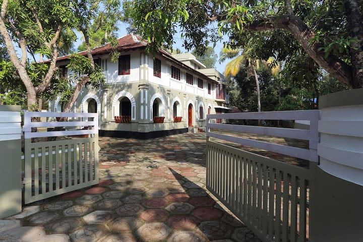 Lake County Heritage Home - Heritage Room - Kochi - Bed & Breakfast