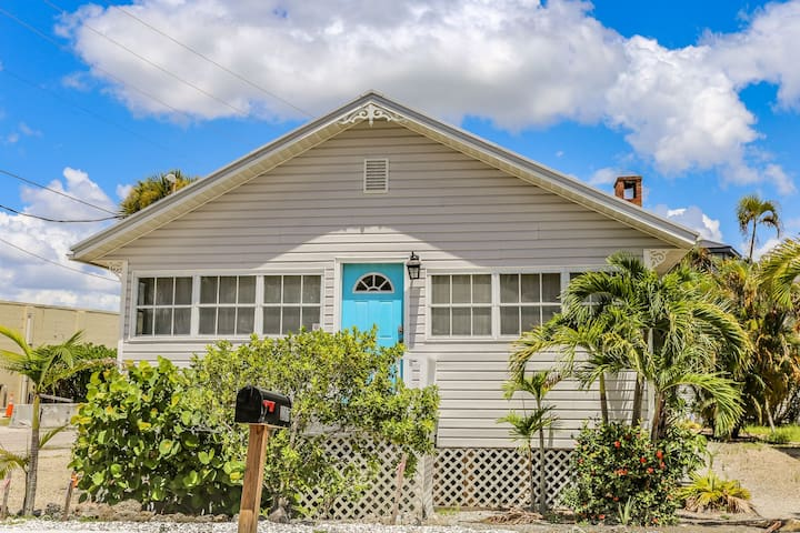 2/1 cottage across the street from the beach - right beside Hammerhead Gym and 7/11.