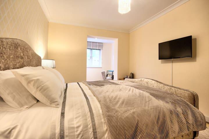 Loch Earn B&B King Room 2
