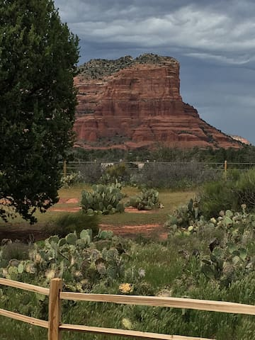 The Lyons Den Courthouse View Private Room - Sedona - Ev