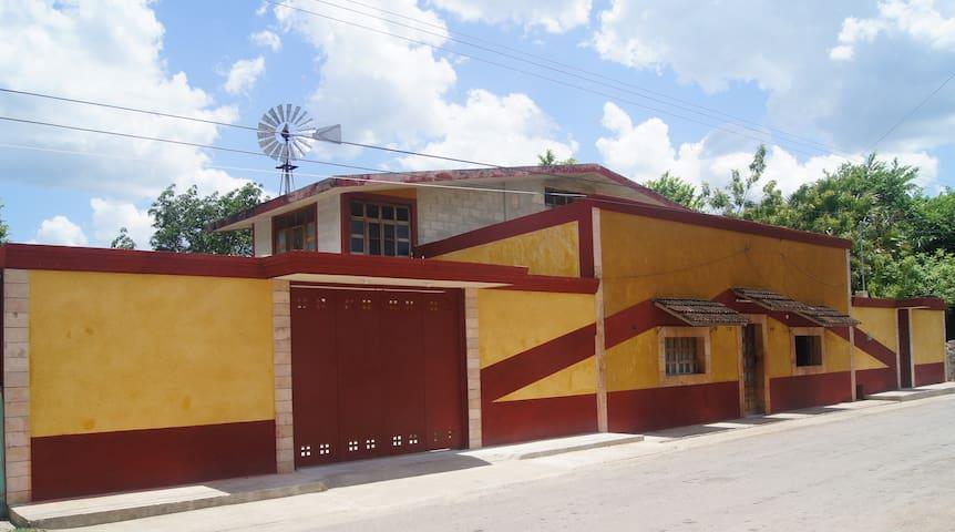 Hospedaje en amplia vivienda rural  - Maxcanú - House