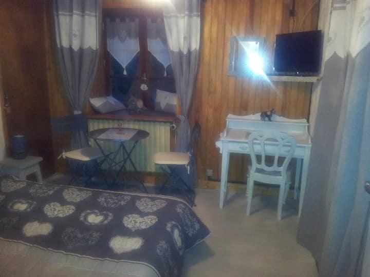 Chambre dans grande maison(avec sa salle de bains)