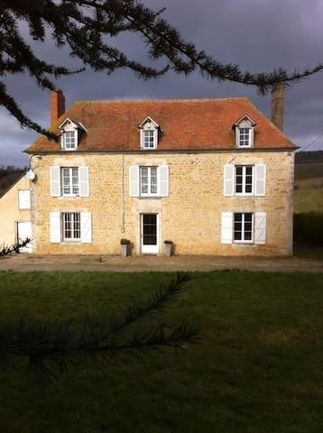 Demeure de charme à 5 km du Pin - Saint-Germain-de-Clairefeuille - Hus