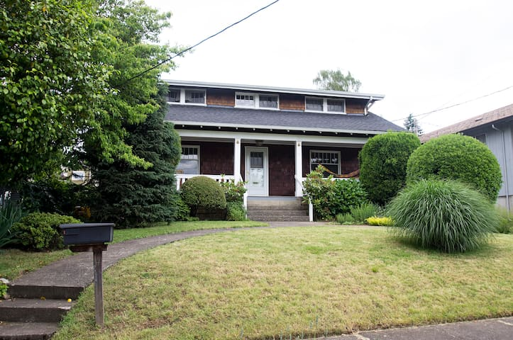 Charming Uptown Vancouver Longterm - Coral