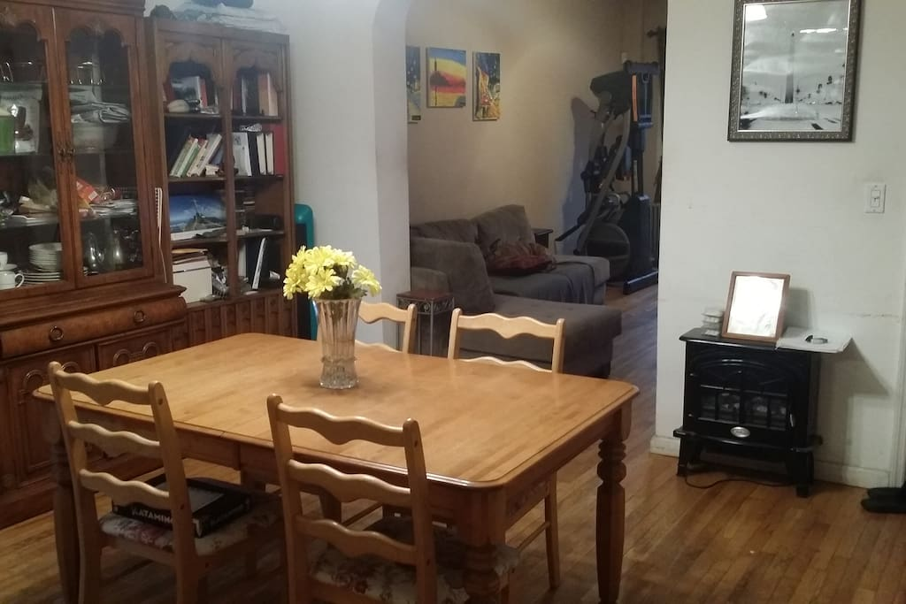 Eat-in dining room
