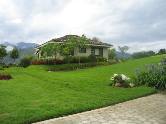 Beautiful Working Farm at the Andes - San Miguel - Casa