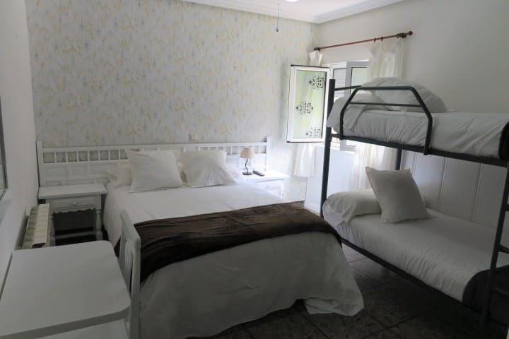 Habitación cuádruple con baño privado en Isla