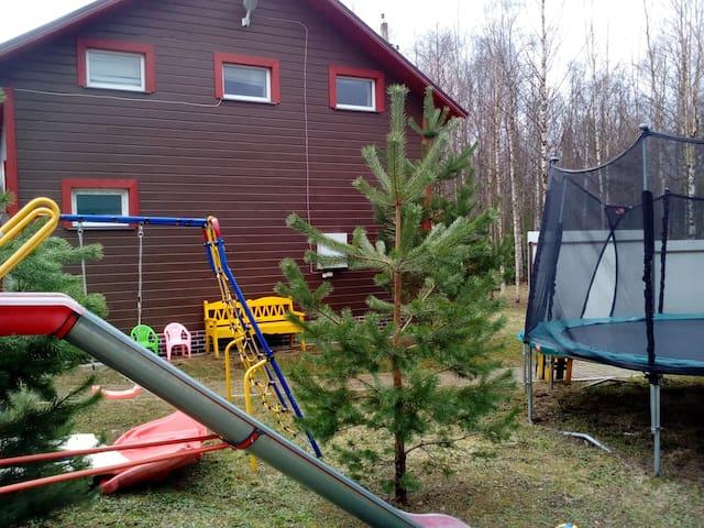 Дом с баней, камин,детская площадка. WI-FIХороший