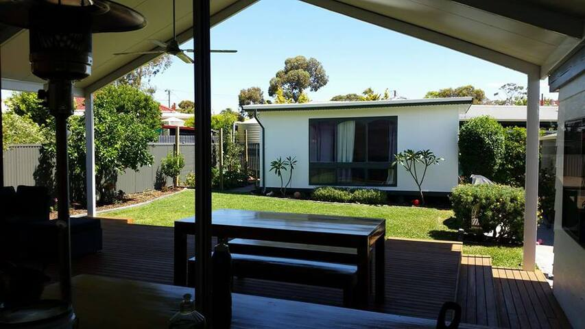 Granny Flat- separate from the main house - Para Hills