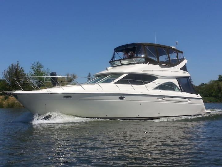 Luxury Yacht in Marina w/ local fun