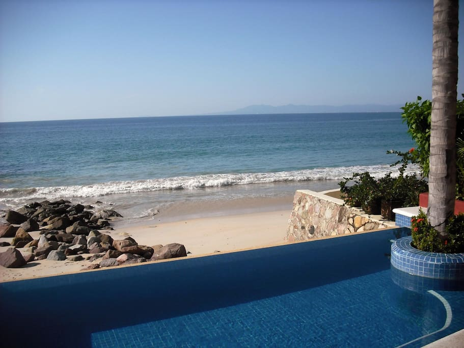 The private pool over looking the beach/ocean!