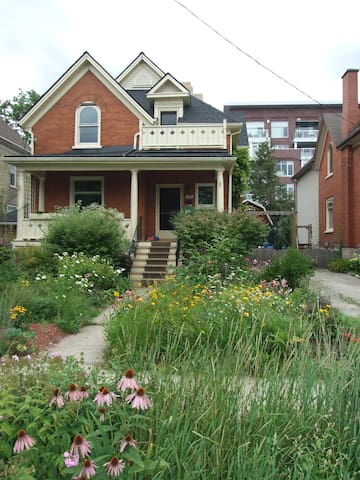 Family Home With Character - Uptown - Waterloo - Huis
