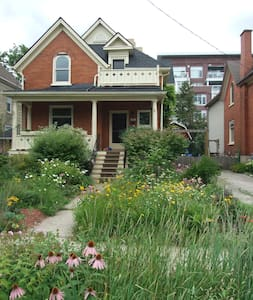 Family Home With Character - Uptown - Waterloo - Hus