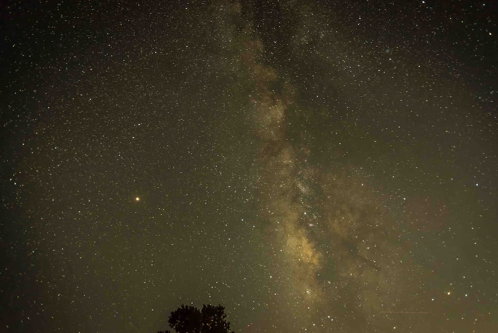 Heaven above! Mars and the Milky Way as seen in September 2018 from the viewing pad. 25 second exposure. Photo by guest Margaret Stocker. Used with permission.