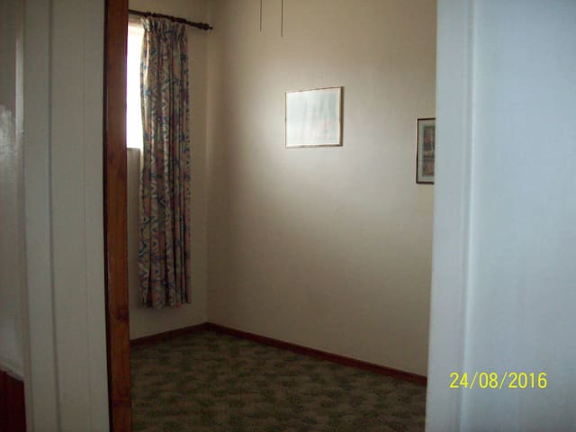 1 room in self-catering 2 bedr. flat to share - Cape Town