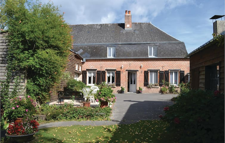 Holiday cottage with 5 bedrooms on 160 m² in Iviers