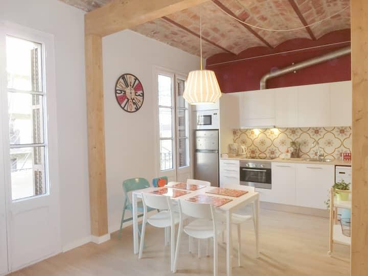 Recently renovated flat next to Sagrada Familia!
