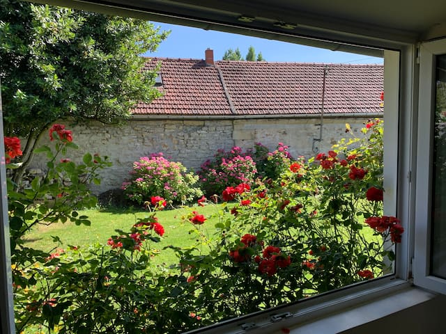 A 5 m de Chantilly, village calme.