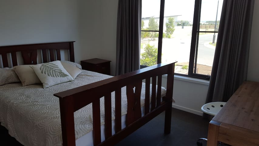 Sunshine Coast - Private Guest Room with Ensuite - Mountain Creek