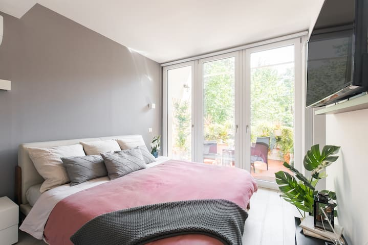 Your bright room immersed in the hanging gardens of your private balcony; combining an open view with a total privacy.