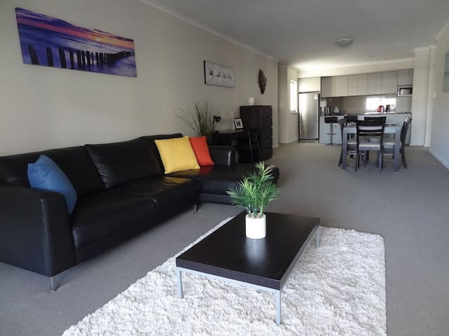 Sunny 3bed apartment in Northbridge - Northbridge - Lejlighed