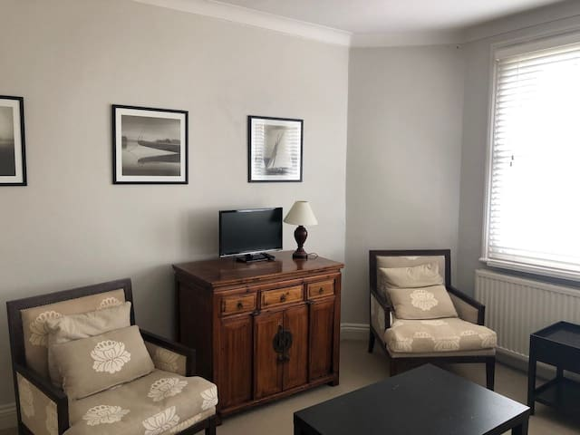 Spacious 1 Bedroom Flat in Fulham!