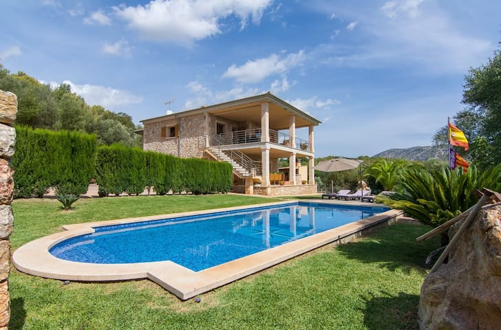 Incredible villa with pool near to Pollensa