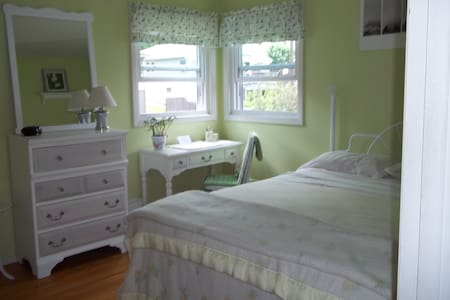 Private bedroom in quiet residential neighborhood - Rochester - Ház
