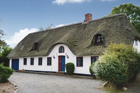Holiday cottage with 3 bedrooms on 189m² in Løgumkloster