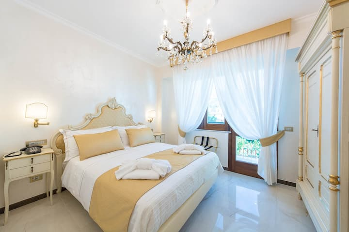 B&B Palazzo Montesanto - Gold Room with Sea View