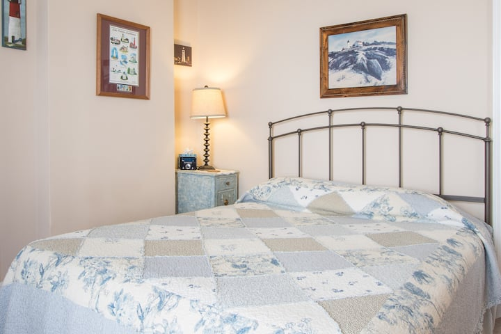 in USA, Walk to Falls, Queen bed, Private bath