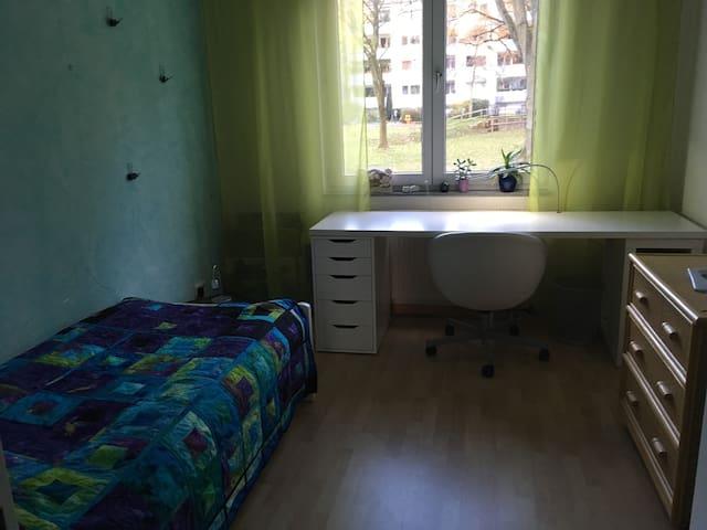 schönes Zimmer am Stadtrand Köln-Ost