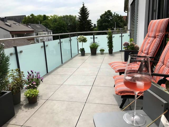 ModernHome/balcony+great view near Rhine,BIS,DHL..