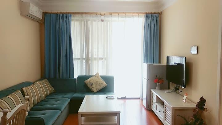 《白云间公寓》去涠洲岛码头,银滩边的简欧风海景一房一厅