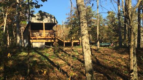 Cabane Ozarks isolée dans les bois - Eminence MO