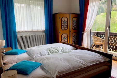 Türkises Doppelzimmer in wunderschönem Landhaus
