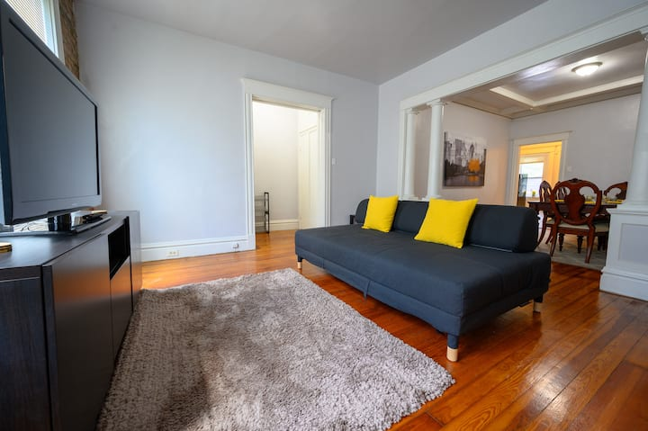 Historically Renovated Apartment*Sunny & Spacious*