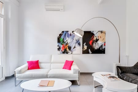 OH!lala  Luxury Sunny Flat on the prestigious Rue d'Antibes