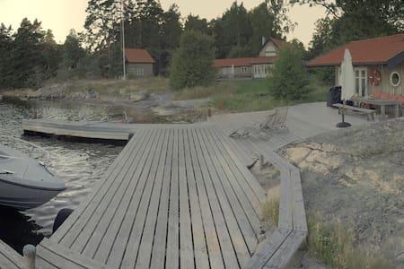 Exklusivt skärgårdsboende på ö - Värmdö - Дом