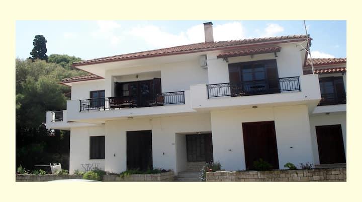 Ioulia-Tsilivi apartment
