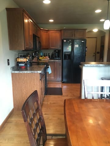3 bedroom, 2 bath Available - Oshkosh - Casa