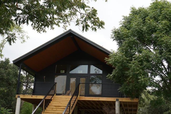 The Loop River Lodge B #3 New Modern Home Sleeps 6