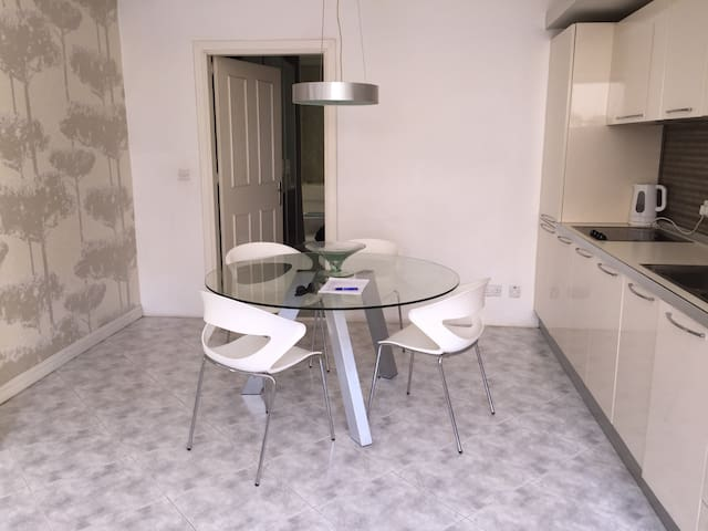 Swieqi/Ibrag: Comfortable & Trendy Boutique Apt.
