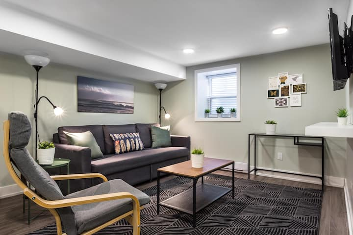 Luxury Toronto Renovated 1.5BR  *Steps from Subway