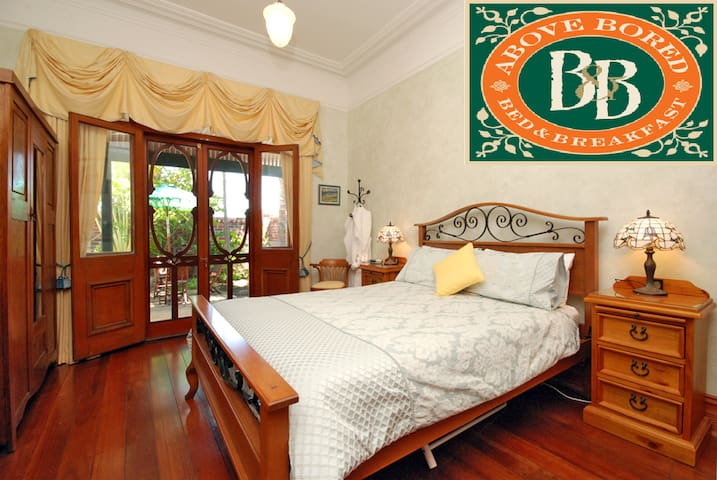 Elegant En-suited Master Bedroom - North Perth - Bed & Breakfast