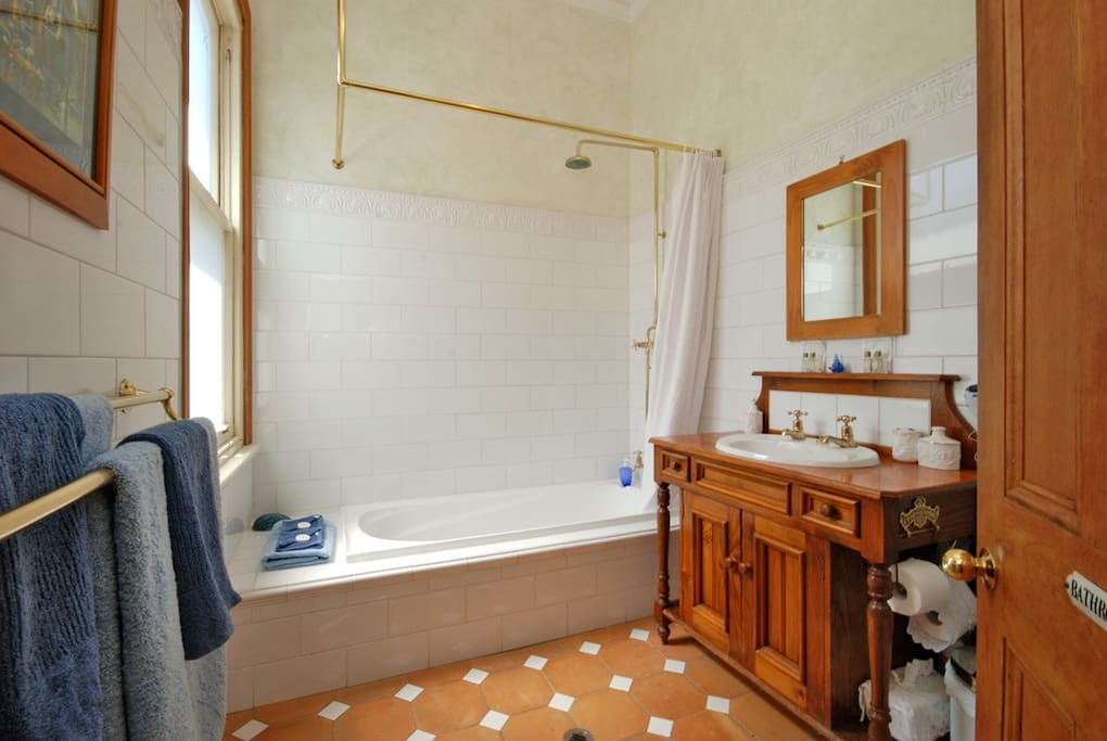 Being 4 star rated ensures high quality. Federation gold taps, bath and shower, old world charm, high ceilings, fluffy robes and slippers and amenities.