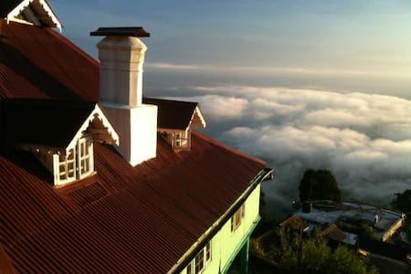 The Himalayas, Tea & Cozy Bungalow - Darjeeling
