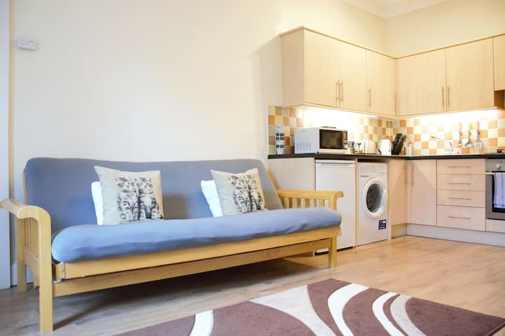 Beautiful Travelers Apartment - Salmond Place