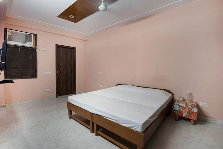 SAKET SERVICE APARTMENT NEW DELHI